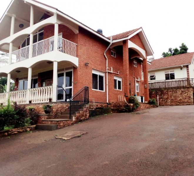 Executive house for sale in Seguku